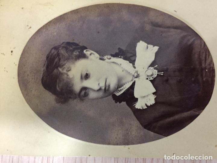Fotografía antigua: ANTIGUA FOTOGRAFIA ALBUMINA CDV FOTOGRAFO arrancado ayola ? quizas granada lazo señora camafeos - Foto 2 - 68774361