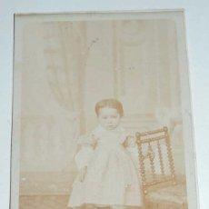 Fotografía antigua: FOTOGRAFIA ALBUMINA TIPO CDV DE NIÑA, FOTO J. LAURENT, MADRID, MIDE 10 X 6,5 CMS.. Lote 68843541