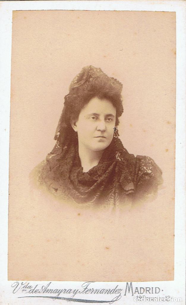 FOTO C.V. RETRATO DE SEÑORA CON MANTILLA . CA.1880. FOT.: VDA. DE AMAYRA Y FERNANDEZ. MADRID. (Fotografía Antigua - Cartes de Visite)