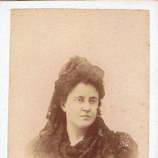 Fotografía antigua: FOTO C.V. RETRATO DE SEÑORA CON MANTILLA . CA.1880. FOT.: VDA. DE AMAYRA Y FERNANDEZ. MADRID.. Lote 70207897