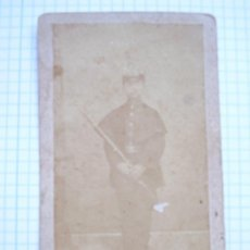 Fotografía antigua: GUERRA DE CUBA: CDV MILITAR CON LEOPOLDINA Y ESCLAVINA . SIGLO XIX. DE M. ZABALA. Lote 70544245