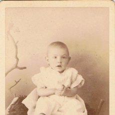 Fotografía antigua: FOTO.C.V. BEBÉ DENTRO DE COPA DE NIDO. CA.1880-1885. FOT.: PHOTOGRAPHIE PARISIENNE. BARCELONA.. Lote 71104065