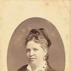 Fotografía antigua: FOTO C.V. RETRATO FRONTAL EN OVAL DE AVIA GERTRUDIS. CA. 1880-1885. FOT.: A. GARCIA. VALENCIA.. Lote 71188465