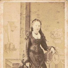 Fotografía antigua: FOTO C.V. RETRATO DE NIÑA DE CABELLO LARGO. CA.1870-1875. FOT: GUSTAVO LARAUZA. BARCELONA.. Lote 71427347