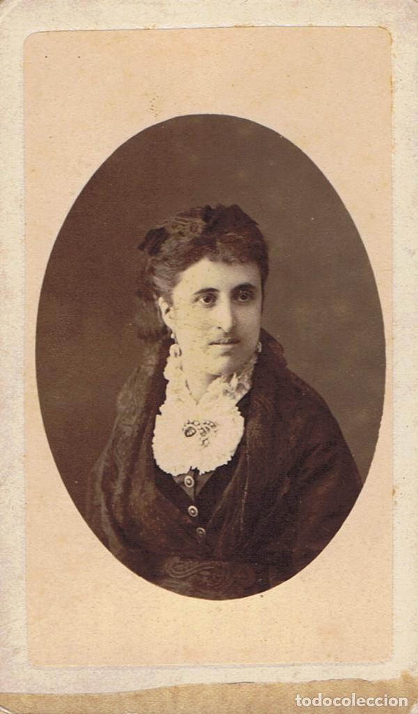 C.V. RETRATO DE DOLORES VILAREGUT CON BLUSA DE CUELLO BABERO. CA.1880. F: NAPOLEON. BARCELONA. segunda mano