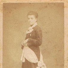 Fotografía antigua: FOTO C.V. RETRATO DE SEÑORITA CON CINTA ORNAMENTAL . CA.1870-1875. FOT: BARTOLOMÉ SERRA. GERONA.. Lote 71463095