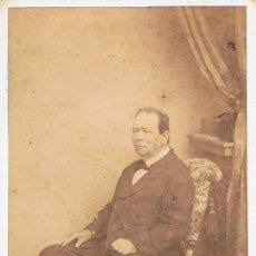 Fotografía antigua: FTO.C.V. RETRATO DE SEÑOR SENTADO EN BUTACA. CA.1875. FOT.: D´AVICCE. TORINO. BERGAMO.. Lote 71783175