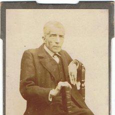 Fotografía antigua: FOTO C.V. RETRATO DE CABALLERO SENTADO APOYADO EN LIBRO.CA.1885. SIN AUTORIA. PROCEDENCIA:BARCELONA.. Lote 72398043