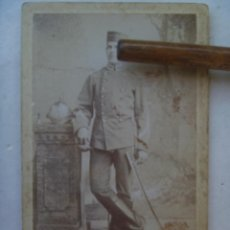 Fotografía antigua: CDV DE MILITAR DE CABALLERIA CON SABLE Y CASCO , SIGLO XIX. DE D. GONZALEZ, JEREZ.. Lote 75111471