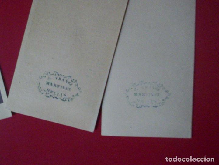 Fotografía antigua: 2 cdv damas señoras mostrando en mano carte de visite foto j. ybañez martinez hellin albacete c.1865 - Foto 2 - 82282892