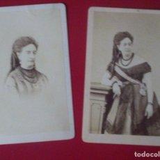 Fotografía antigua: 2 CDV SEÑORA VESTIDO MODA CARTE DE VISITE FOTO LARAUZA BARCELONA C.1865 XIX BANDA DAMA. Lote 82289996