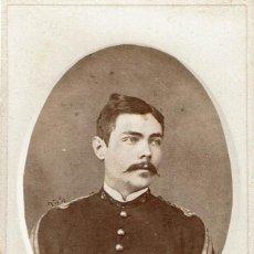 Fotografía antigua: FTO. C.V. RETRATO DE MILITAR DENTRO DE ÓVALO. CA. 1875-1880. FOT: SANTIAGO GRASES PUCH. MADRID. Lote 87208252