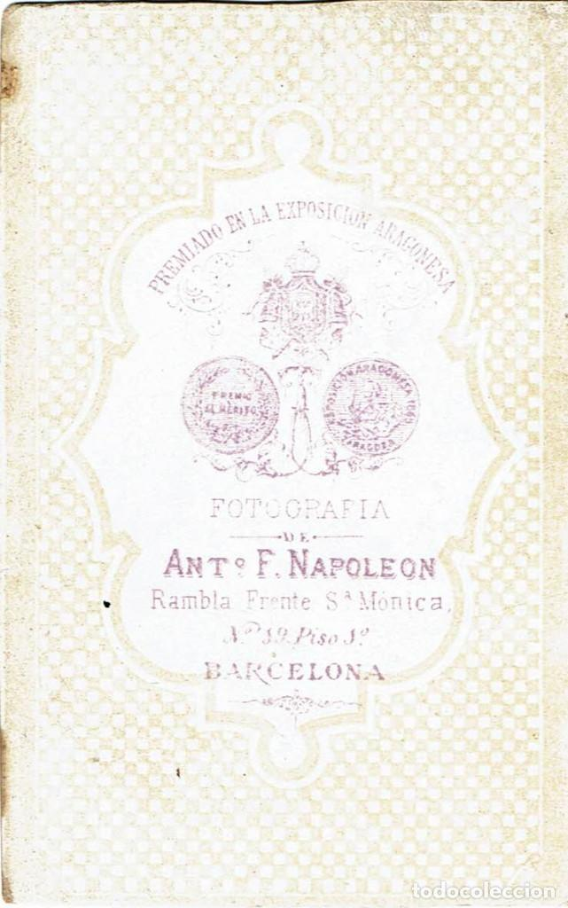 Fotografía antigua: FTO. C.V. RETRATO DE DAMA SENTADA CON MISAL EN MANO. CA.1865. FOT.: ANT. F.NAPOLEON. BARCELONA - Foto 3 - 87672484