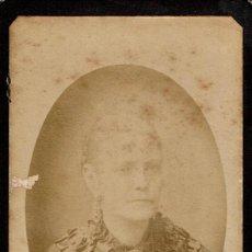 Fotografía antigua: FTO.C.V. RETRATO EN ÓVALO DE DAMA CON CAMAFEO AL CUELLO. CA.1890. FOT.: JOSÉ NYSSEN .BARCELONA.. Lote 87673988