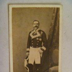 Fotografía antigua: CDV DE GENERAL DE GALA CON BICORNIO Y ESPADIN, PLACA SAN FERNANDO, ETC . SIGLO XIX . MADRID.. Lote 89869560