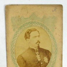 Fotografía antigua: CARTA DE VISITE DEL PRETENDIENTE DON CARLOS VII CON EL TOISON DE ORO. CARLISMO. Lote 90899770