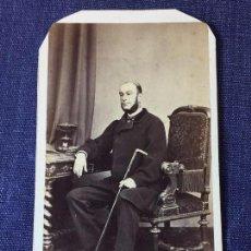 Fotografía antigua: CARTE DE VISITE CDV CABALLERO BARBA BASTÓN SILLÓN ESCRITORIO J LAURENT MADRID FINALES XIX. Lote 90948865