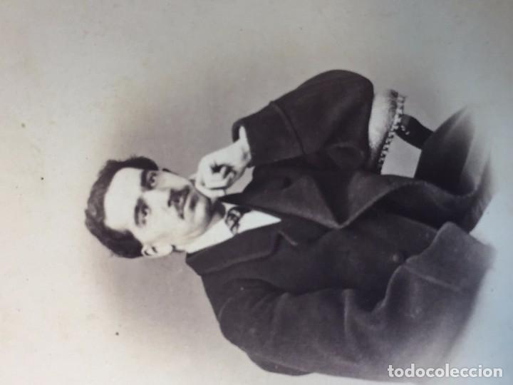 Fotografía antigua: CARTE DE VISITE CDV Caballero bigote butaca dedicada 1864 Milán Antonio Negre mediados XIX Italia - Foto 4 - 91034700