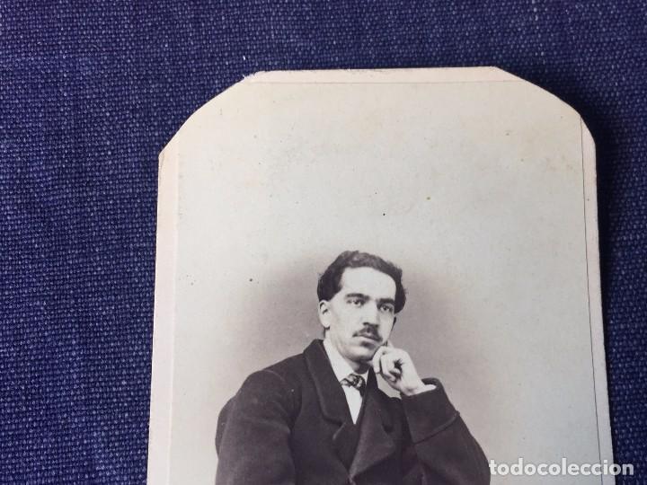 Fotografía antigua: CARTE DE VISITE CDV Caballero bigote butaca dedicada 1864 Milán Antonio Negre mediados XIX Italia - Foto 5 - 91034700