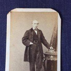 Fotografía antigua: CARTE DE VISITE CDV CABALLERO BIGOTE LIBROS LEONTINA MOLINE Y ALBAREDA FINAL XIX BARCELONA. Lote 91035045