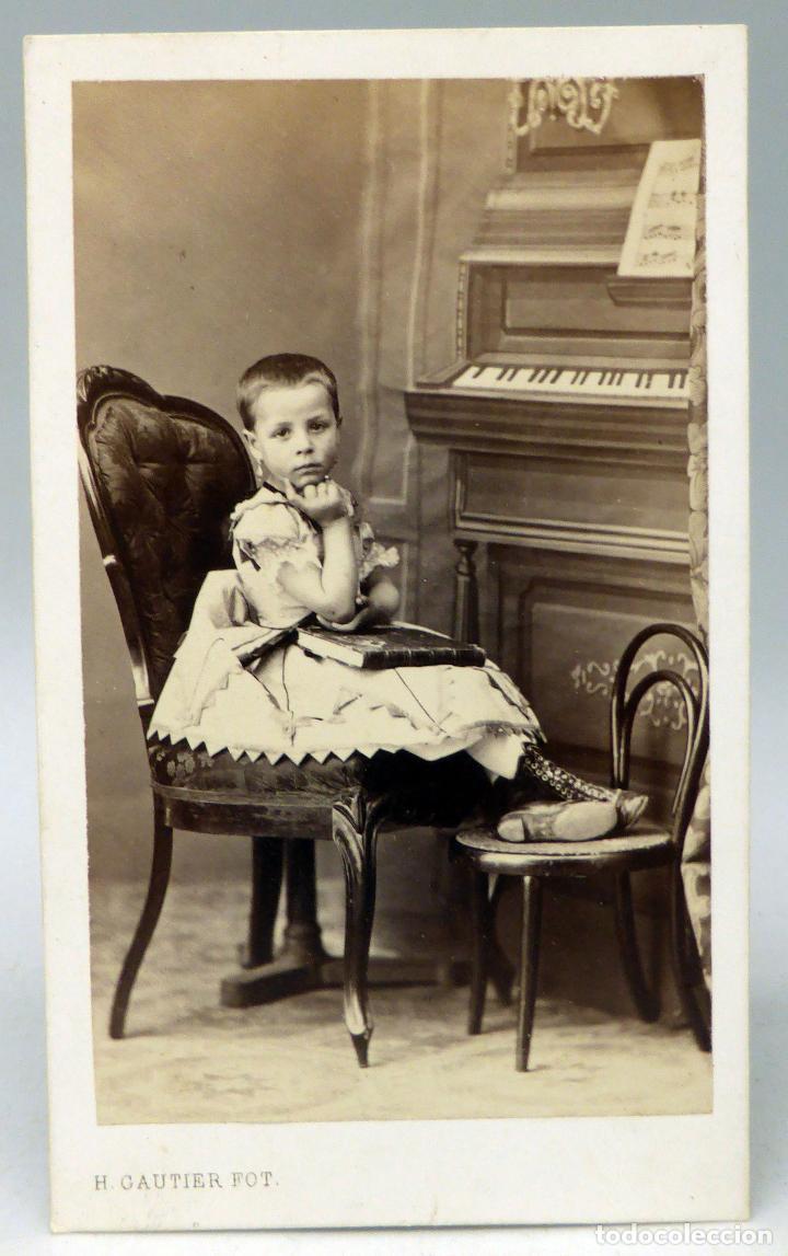 CARTE VISITE FOTOGRAFIA NINO POSANDO PIANO HERACLIO GAUTIER CALLE PRINCIPE MADRID HACIA 1860 S XIX