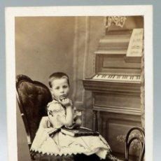 Fotografía antigua - Carte Visite fotografía niño posando piano Heraclio Gautier Calle Príncipe Madrid hacia 1860 S XIX - 93358665