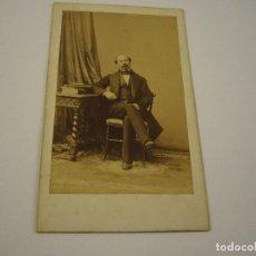 Fotografía antigua: FOTO CABALLERO A IDENTIFICAR . CARTE DE VISITA. DISDERI Y CIA . SIGLO XIX . 10 X 6 CM. APROX.. Lote 97446315