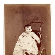 Fotografía antigua: FOTOGRAFÍA CARTES DE VISITE S.XIX, ESTUDIO FOTOGRÁFICO E.JULIA MADRID - BEBE CON CARRITO. Lote 99250691
