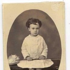 Fotografía antigua: RETRATO DE NIÑO CON FALDAS. CÁDIZ 1877. DEDICATORIA AL DORSO, SIN REFERENCIA DE FOTÓGRAFO. Lote 107221227