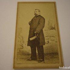 Fotografía antigua: FOTO DE CABALLERO A IDENTIFICAR, EN EL REVERSO PONE RIVERO. MESTRE Y CIA . SIGLO XIX 10 X 6 CM.. Lote 109535267