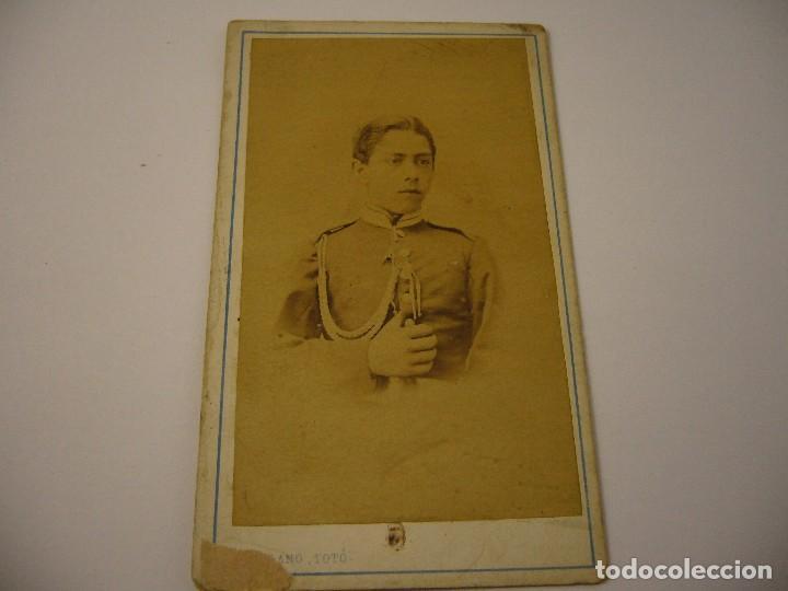 FOTO DE MILITAR DEDICADA Y FIRMADA . JUAN HORTELANO . SIGLO XIX , 10 X 6 CM. (Fotografía Antigua - Cartes de Visite)