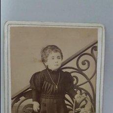Fotografía antigua: ANTIGUA FOTOGRAFIA NIÑA. CARTE DE VISITE. CDV. ALBÚMINA. M.POL. CÁDIZ. Lote 110821427