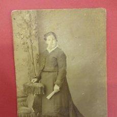 Fotografía antigua: ANTIGUA CDV DAMA DE LA ÉPOCA. ESTUDIO JOSÉ SAGRISTÁ. IGUALADA. AÑOS 1890-1900. Lote 113591327
