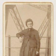 Fotografía antigua: FOTOGRAFÍA CDV TARJETA DE VISITA FRANCE FRANCIA NEURDEIN FRÈRES PARIS EN LO ALTO DE LA TORRE EIFFEL. Lote 114835631