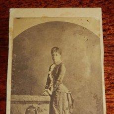 Fotografía antigua: FOTOGRAFIA ALBUMINA CDV, DE LA REINA MARÍA CRISTINA DE HABSBURGO-LORENA, ESPOSA DE ALFONSO XII, MIDE. Lote 115561487