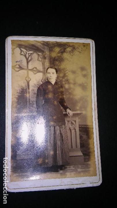 Fotografía antigua: RARA FOTOGRAFÍA CARTA DE VISITA CDV SEÑORA DIFUNTA, ALBUM VICTORIANO POST MORTEM LUTO. ANTIGUA S XIX - Foto 4 - 116205547