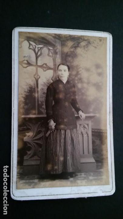 Fotografía antigua: RARA FOTOGRAFÍA CARTA DE VISITA CDV SEÑORA DIFUNTA, ALBUM VICTORIANO POST MORTEM LUTO. ANTIGUA S XIX - Foto 5 - 116205547