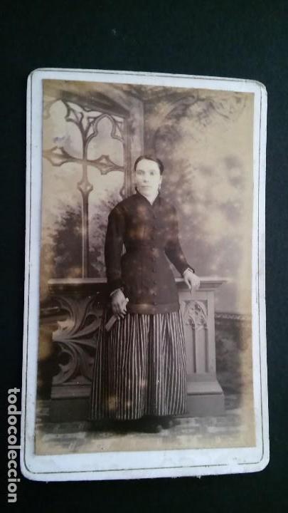 Fotografía antigua: RARA FOTOGRAFÍA CARTA DE VISITA CDV SEÑORA DIFUNTA, ALBUM VICTORIANO POST MORTEM LUTO. ANTIGUA S XIX - Foto 6 - 116205547
