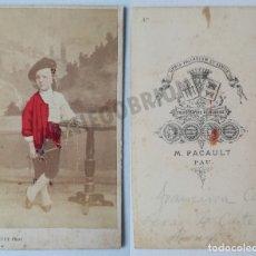 Fotografía antigua: M. PACAULT PAU CDV COLOREADO COSTUMBRES TRADICIONALES CA1860. ESPAÑA TRAJE REGIONAL. Lote 117467823