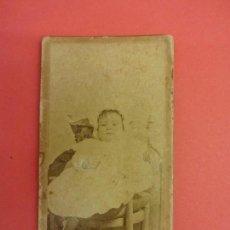 Fotografía antigua: ANTIGUA CDV NIÑO POSANDO EN ESTUDIO BELTRAN. ZARAGOZA. Lote 118624743