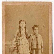 Fotografía antigua: DOS HERMANOS. J. FEMENIAS. MAHON. MENORCA. H 1870. CDV. Lote 118935731