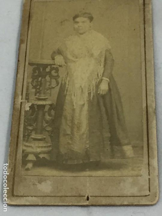 Fotografía antigua: CDV carta de visita Mujer filipina Colonial Mantón de Manila albúmina - Foto 2 - 118940347