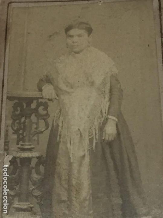 CDV CARTA DE VISITA MUJER FILIPINA COLONIAL MANTÓN DE MANILA ALBÚMINA (Fotografía Antigua - Cartes de Visite)