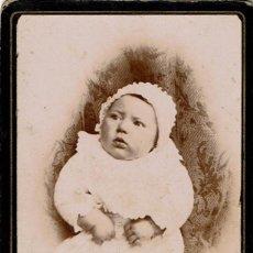 Fotografía antigua: FTO. C.V. RETRATO DE BEBÉ SOBRE COJÍN. RARA. CA. 1890-1895. FOT.: A. BARBERÁ. BENICARLÓ. CASTELLÓN.. Lote 119330967