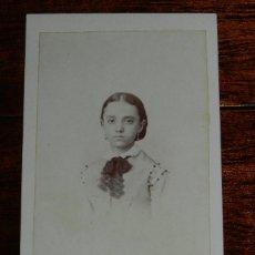 Fotografía antigua: FOTOGRAFIA CDV DE NIÑA, BUSTO, FOTOGRAFO M. DE HEBERT, RETRATISTA DE LA REAL CAMARA DE SS.MM. Y AA.,. Lote 120387071