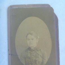 Fotografía antigua: CDV DE SEÑORITA ESPAÑOLA DEL SIGLO XIX. Lote 121391351
