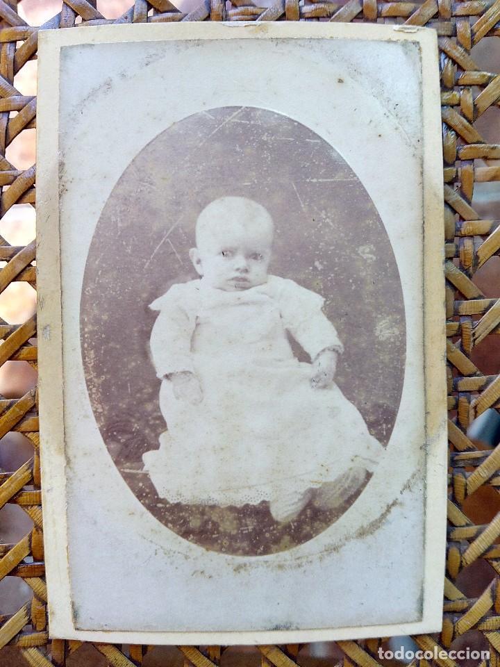 ANTIGUA FOTOGRAFIA DE BEBE DEL SIGLO XIX FRANCESA. (Fotografía Antigua - Cartes de Visite)