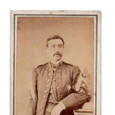 Fotografía antigua: CAPITÁN CONDECORADO. CARTES DE VISITE. ESTUDIO FOTOGRÁFICO. FERNANDO NAPOLEÓN. BARCELONA 1866. Lote 122525571
