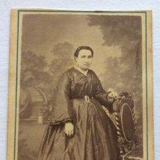 Fotografía antigua: FOTO ALBUMINA CDV. DAMA. FOTOGRAFÍA L. SELLIER Y AVRILLON. CORUÑA Y FERROL. GALICIA.. Lote 128460507