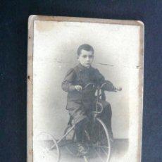 Fotografía antigua: CARTE DE VISITE NIÑO CON TRICICLO. FOTOGRAFIA . M. MASFARRÉ. BARCELONA 50. Lote 128616027